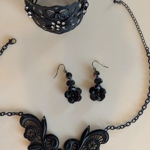 Jewelry - Black jewelry set